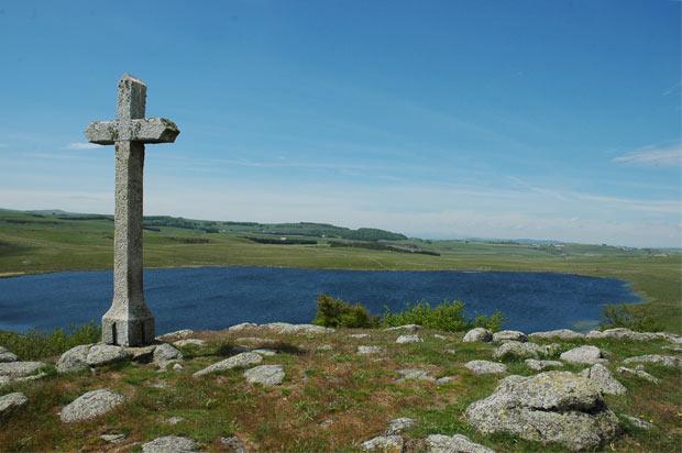 Croix du Lac de Saint-Andéol sur l'Aubrac